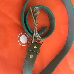 Vineyard vines lacrosse belt buckle w/strap.
